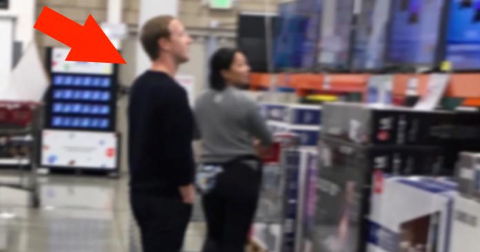 Mark Zuckerberg magasine les TV chez Costco